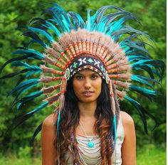 Fancy causing some attention? Then look no further than this awesome, aqua colored native American headdress! Indian Headdress - 69.00 US$ from Novum Crafts