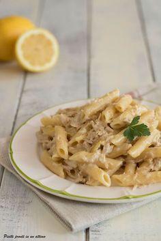 Le #PENNE CON TONNO E LIMONE sono un primo gustoso e dal sapore delicato.