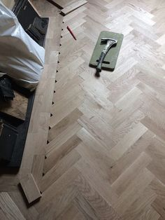 A detail look what sometimes Im up against when laying a parquet floor. Reclaimed Parquet Flooring, Herringbone Wooden Floors, Hardwood Floors, Flooring For Stairs, Living Room Flooring, Living Room Decor, Parkay Flooring, Kitchen Cabinets On A Budget, Wood Floor Design