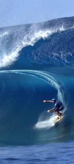 ☼ A huge wave blue ocean
