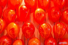 Balões Ágata são lindos, e dão um diferencial incrivel.  Créditos:  Projeto, Decoração e mesa de guloseimas: O Cha das 5  Bolo e Doces: Delicada Receita  Balões: Balão Cultura   www.boxbalao.com Circus Vintage, Villas Boas, Moby Dick, Balloons, Stuffed Peppers, Retro, Favors, Products, Culture