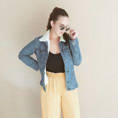 Jaqueta jeans: 50 jeitos de usá-la para ficar linda em qualquer ocasião Collage Vintage, Ideias Fashion, Denim, Jackets, Oversized Denim Jacket, Rolling Sleeves, Outfit Essentials, Lace Skirt, Down Jackets