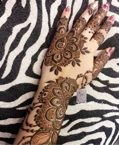 Simple And Easy Mehndi Designs Collection 2019 Khafif Mehndi Design, Latest Henna Designs, Floral Henna Designs, Modern Mehndi Designs, Mehndi Designs For Girls, Mehndi Design Photos, Wedding Mehndi Designs, Mehndi Designs For Fingers, Dulhan Mehndi Designs