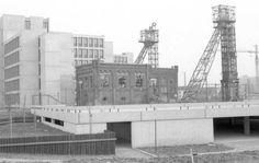 1980: Nieuwbouw CBS en oud gebouw en schachten van de ON1. Wat een contrast!