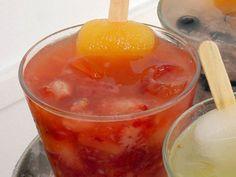 Receita de caipilé: caipirinha de morango com picolé de tangerina. Do Quadrucci.