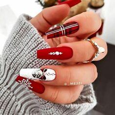 Stylish Nails, Trendy Nails, Hot Nails, Hair And Nails, Christmas Gel Nails, Plaid Nails, Red Acrylic Nails, Nails Design With Rhinestones, Winter Nails