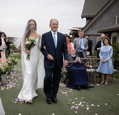 President Bush 43 His daughter wedding George Bush Family, Famous Wedding Dresses, Laura Bush, Faith In Love, American Presidents, Yesterday And Today, Celebrity Babies, Wedding Pics, Celebrity Weddings