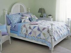 Pastel Mountains Bed Quilt