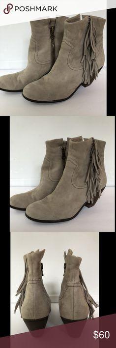 e9c7ea17b54943 Description  SAM EDELMAN Booties Suede Fringe Ankle Boots WOMENS SZ 10 M EU  40 Taupe EUC.
