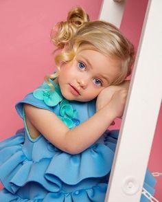 Cute Little Girls, Cute Baby Girl, Cute Kids, Beautiful Family, Beautiful Children, Beautiful Babies, Baby Faces, Cute Faces, Toddler Fashion