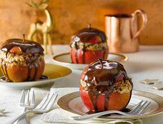 Bratapfel mit Mandeln und Schokoladenrum-Soße