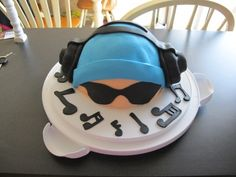 Music Dude By pat-a-cakes on CakeCentral.com