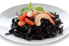 Pasta al nero di seppia e gamberi: Ricetta Siciliana