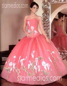 Vestido de XV años una diseño más de la colección Vicky  Princesas