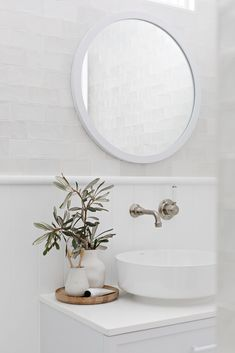 Bathroom mirror: tips for choosing the ideal model - Home Fashion Trend Laundry In Bathroom, Small Bathroom, Target Bathroom, Bathroom Wall, Home Interior, Interior Styling, Objet Deco Design, Black And White Tiles Bathroom, Bathroom Design Luxury