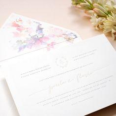 O #convite da @phattdesign ficou ainda mais charmoso com as flores em #aquarela no forro do envelope!💌💌💌#convitedecasamento #watercolor #casamento