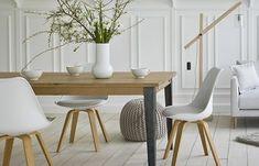 On ne résiste pas à prendre un thé dans cette pièce à vivre reposante à l'esprit nordique !