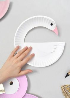 Paper Plate Birds DIY for Kids Paper plate crafts for kids diy crafts with paper plates - Diy Paper Crafts Bird Crafts, Animal Crafts, Fun Crafts, Diy And Crafts, Dinosaur Crafts, Ocean Crafts, Paper Plate Art, Paper Plate Crafts For Kids, Paper Plate Animals