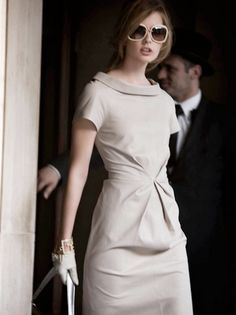 Just love this dress, it's simple and chic.