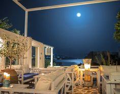 Άνδρος: 12 στέκια για καφέ και ποτό Greece Travel, Wine Recipes, Drinks, Outdoor Decor, Home Decor, Happy, Drinking, Beverages, Decoration Home