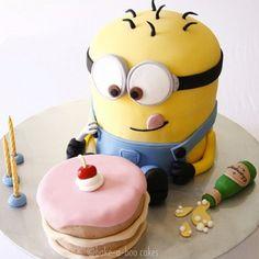 Cute minions despicable me cake