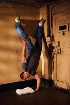 Paul Wade learned about bodyweight exercises and calisthenics from hardcore convicts without access to equipment. Here are eight glimpses into his world of Convict Conditioning. #PrisonBreak
