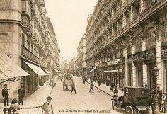 Calle El Arenal en 1925 Foto Madrid, Past, Louvre, Street View, Black And White, City, Building, Travel, Vintage
