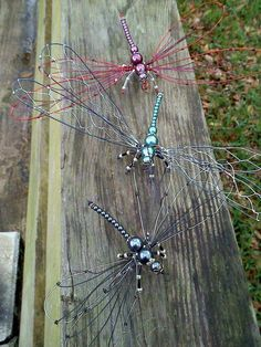 Dragonflies Beaded Crafts, Beaded Ornaments, Jewelry Crafts, Beaded Dragonfly, Dragonfly Art, Copper Wire Crafts, Metal Crafts, Wire Wrapped Jewelry, Beaded Jewelry