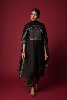 Designer Salwar Kameez, Designer Kurtis, Indian Designer Suits, Indian Designers, Designer Dresses, Salwar Designs, Simple Kurti Designs, Kurta Designs Women, Dress Indian Style