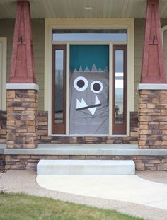 Confused monster door - Halloween party ideas: Monster Doors