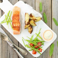 Halstrad lax med dijonkräm och sockerärter. #hälsosam #mat Food, Essen, Meals, Yemek, Eten