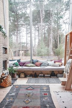 Love all the natural lighting. The post House Doctor, la décoration automne/hiver appeared first on Dekoration. House Doctor, Interior Design Minimalist, Interior Design Living Room, Interior Decorating, Cosy Interior, Style At Home, Rugs In Living Room, House Rooms, Interior Design Inspiration