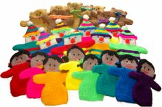 A selection of handpuppets, knitted by Katherine Charles, who has created a number of the patterns on the Operation Christmas Child page. Knitting Toys, Easy Knitting, Loom Knitting, Knitting Patterns, Christmas Child Shoebox Ideas, Operation Christmas Child Shoebox, Kids Christmas, Hand Puppets, Finger Puppets