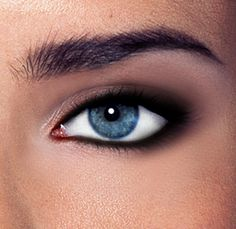 Perfect Smoky Eye Guide | The Untrendy Girl | A Beauty Guide with Heart