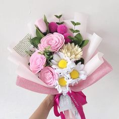 We do a lot of pink flowers this week 💓💓 have you book some for your mother? Mother's day is tommorow, mark your calendar 📌 ! Felt Flower Bouquet, Paper Bouquet, Hand Bouquet, Flower Bouquet Wedding, Felt Flowers, Paper Flowers Diy, Handmade Flowers, Flower Crafts, Graduation Bouquet