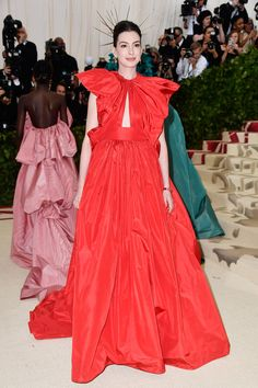 Red-carpet photos from Anna Wintour's Met Gala hosted by Rihanna, Versace, and Amal Clooney for Heavenly Bodies: Fashion and the Catholic Imagination. Amal Clooney, Gareth Pugh, Gala Dresses, Nice Dresses, Wedding Dresses, Donatella Versace, Ashley Olsen, Mary Kate Olsen, Anne Hathaway