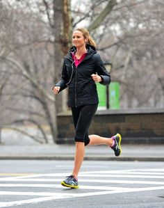 Stacy Keibler rocking #Reebok Zigs on a run! Take 20% off your order, FREE Shipping + 10% cash back: !!http://www.studentrate.com/studentrate/bu/get-bu-student-deals/Reebok-Student-Discounts--/0