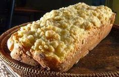 CUCA GAÚCHA ===== Tempo de Preparo: 45 min Ingredientes: - 500 g de farinha; - 1/2 xícara de açúcar; - Duas colheres de fermento biológico; - Duas colheres de banha ou manteiga; - Noz-moscada a gosto; - Dois ovos; - Requeijão; - Sal a gosto; - Leite puro ou misturado e água a gosto. (Para… Brownie Cupcakes, Cake Cookies, Caramel Apples, Bread Recipes, Sweet Recipes, Banana Bread, Macaroni And Cheese, Bakery, Good Food