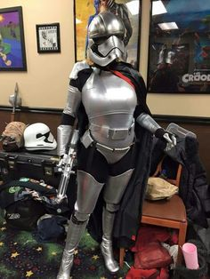 Sexy Phasma ready for the crowd at the SW7 The Force Awakens premiere on 17 Dec 2015