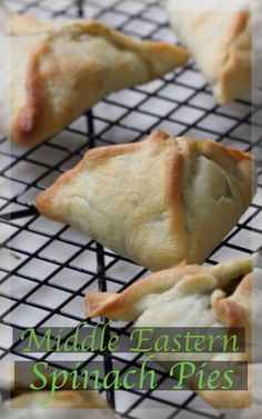 Fatayer, A classic Lebanese spinach pie. Garlic and lemon delicately coddling spinach in a perfect pasty. Click the Pic for all the how-to Lebanese Recipes, Greek Recipes, Vegan Recipes, Cooking Recipes, Middle Eastern Dishes, Middle Eastern Recipes, Tapas, Spinach Pie, Good Food