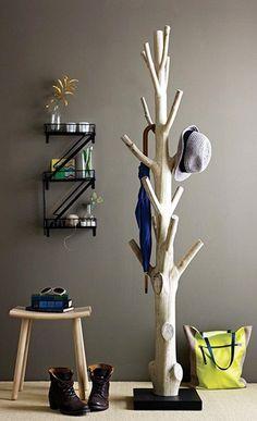 Branch coat rack - 15 Practical DIY Woodworking Ideas for Your Home (Diy Ideas For Men) Wood Crafts, Diy And Crafts, Diy Casa, Entryway Organization, Coat Hanger, Coat Racks, Diy Coat Rack, Deco Design, Wall Design