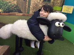 Moe Kamikokuryo (ANGERME) and Shaun the Sheep