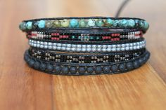 """Bracelet wrap d'Enjoy Wrap modèle """"Tribal"""" en pierres semi prècieuses"""