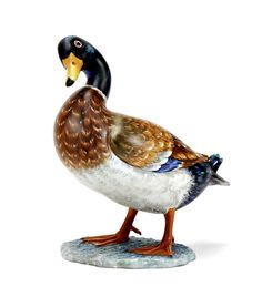 Pato bravo, escultura em porcelana Vista Alegre, decoração policromada. Marca incisa. Alt. aprox.: 16,5 cm