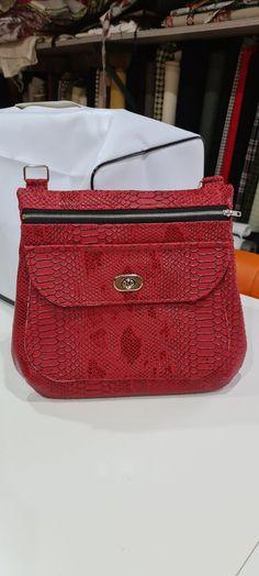 Sac Polka en simili croco rouge cousu par Nathalie - Patron Sacôtin Lunch Box, Bags, Sewing, Handbags, Bento Box, Bag, Totes, Hand Bags