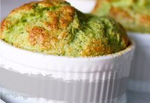 Soufflé de Courgettes et Parmesan au Thermomix Thermomix Recipes Healthy, Parmesan, Risotto, Macaroni And Cheese, Cooking, Ethnic Recipes, Quiches, Food Food, Cakes