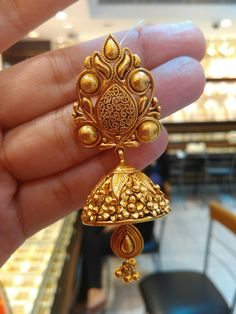 Silver Earrings With Pearl Gold Jhumka Earrings, Gold Earrings Designs, Gold Jewellery Design, Necklace Designs, Gold Jewelry, Jewelery, Jhumka Designs, Jewellery Box, Gold Bangles