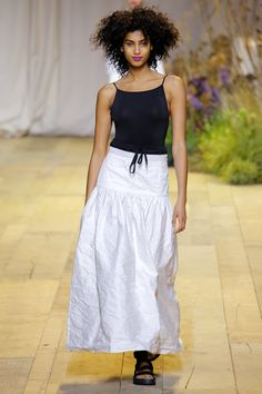 H&M Spring 2017 Ready-to-Wear Fashion Show - Imaan Hammam (Viva)