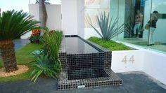 Resultado de imagen para casas minimalistas con alberca y jardin