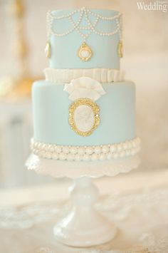 Beautiful Cake Pictures: Elegant Baby Blue & Pearls Brooch Cake - Blue Cakes, Cakes with Pearls, Elegant Cakes, Wedding Cakes - Gorgeous Cakes, Pretty Cakes, Amazing Cakes, Fondant Cakes, Cupcake Cakes, Cameo Cake, Beautiful Cake Pictures, Princesa Sophia, Blue Cakes